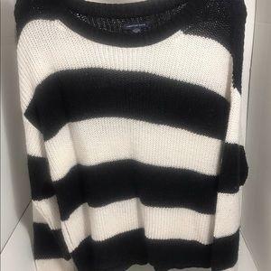 🌺American Eagle White & Black Sweater